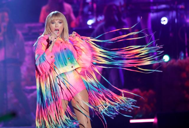 FILE PHOTO: Taylor Swift performs at the iHeartRadio Wango Tango concert in Carson, California, U.S., June 1, 2019. REUTERS/Mario Anzuoni/File Photo