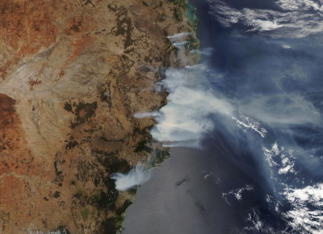 FILE PHOTO: Overview of wildfires in New South Wales, Australia November 14, 2019. Satellite image ©2019 Maxar Technologies/via REUTERS