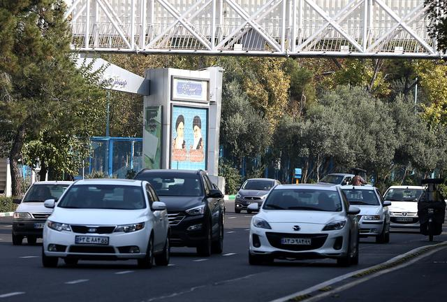 FILE PHOTO: General view of the highway, after fuel price increased in Tehran, Iran November 15, 2019. Nazanin Tabatabaee/WANA (West Asia News Agency) via REUTERS/File Photo
