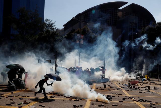 FILE PHOTO: Protesters clash with police outside Hong Kong Polytechnic University (PolyU) in Hong Kong, China November 17, 2019.  REUTERS/Thomas Peter/File Photo