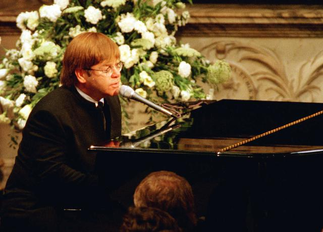 FILE PHOTO: Elton John sings a rewritten version of his song 'Candle in the wind' as a tribute to Diana, Princess of Wales at her funeral in London's Westminster Abbey, September 6, 1997. REUTERS/Paul Hackett/File Photo
