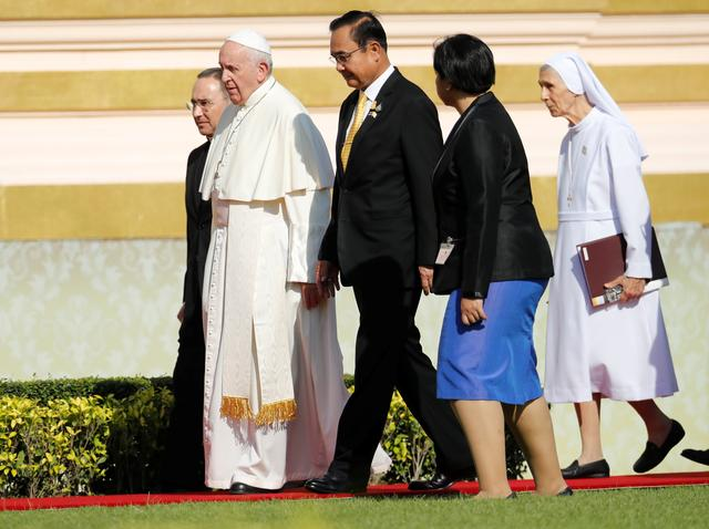 Pope Francis and his cousin Sister Ana Rosa Sivori walk with Thai Prime Minister Prayuth Chan-ocha  during their arrival at Government House in Bangkok, Thailand, November 21, 2019. REUTERS/Jorge Silva
