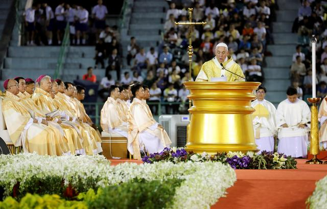 Pope Francis leads the Holy Mass at the National Stadium in Bangkok, Thailand, November 21, 2019. REUTERS/Remo Casilli