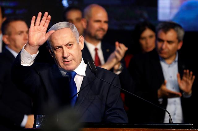 FILE PHOTO:Israeli Prime Minister Benjamin Netanyahu waves after addressing members of his right-wing party bloc at a conference in Tel Aviv, Israel November 17, 2019. REUTERS/Nir Elias/