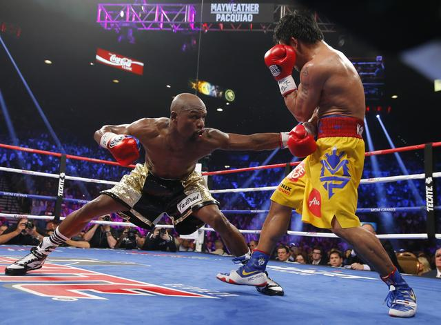 FILE PHOTO: Floyd Mayweather, Jr. of the U.S. stays low against Manny Pacquiao of the Philippines in the eighth round during their welterweight WBO, WBC and WBA (Super) title fight in Las Vegas, Nevada, May 2, 2015.    REUTERS/Steve Marcus