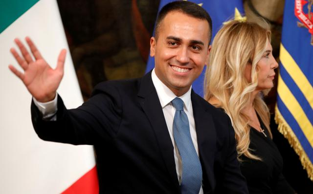 FILE PHOTO: Italian Foreign Affairs Minister Luigi Di Maio waves before the new cabinet's first meeting at Chigi Palace in Rome, Italy September 5, 2019. REUTERS/Ciro de Luca/File Photo