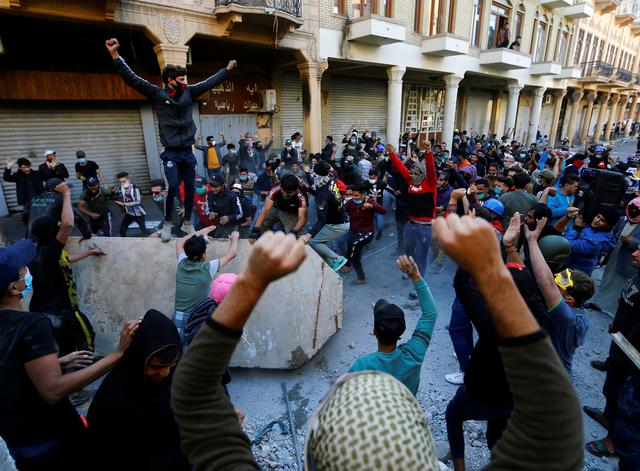 FILE PHOTO: Iraqi demonstrators take part in ongoing anti-government protests in Baghdad, Iraq November 21, 2019. REUTERS/Thaier al-Sudani