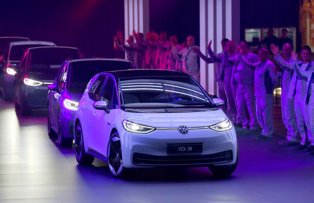 FILE PHOTO : New cars drive during a ceremony marking start of the production of a new electric Volkswagen model ID.3 in Zwickau, Germany, November 4, 2019. REUTERS/Matthias Rietschel/File Photo