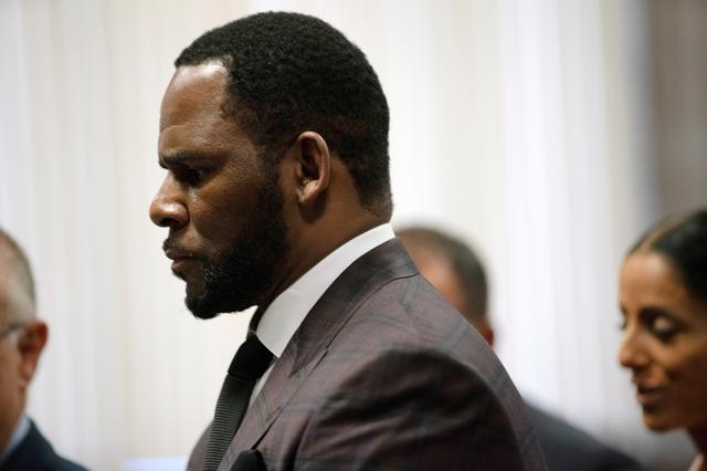 FILE PHOTO: R. Kelly appears for a hearing at Leighton Criminal Court Building in Chicago, Illinois, U.S., June 26, 2019.    E. Jason Wambsgans/Chicago Tribune/Pool via REUTERS