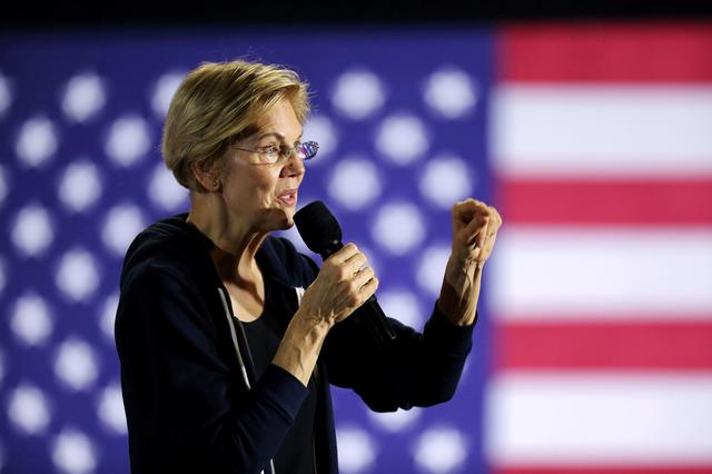 FILE PHOTO: U.S. Democratic presidential candidate Senator Elizabeth Warren holds a town hall event in West Des Moines, Iowa, U.S. November 25, 2019.  REUTERS/Scott Morgan/File Photo