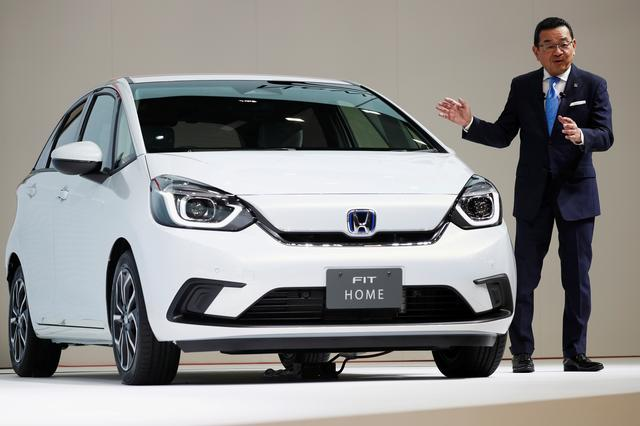 FILE PHOTO: Honda's President and CEO Takahiro Hachigo shows the new Honda Fit during the Tokyo Motor Show, in Tokyo, Japan October 23, 2019. REUTERS/Edgar Su