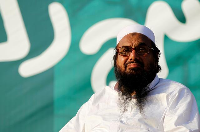 """FILE PHOTO: Hafiz Muhammad Saeed, chief of the banned Islamic charity Jamat-ud-Dawa, looks over the crowed as they end a """"Kashmir Caravan"""" from Lahore with a protest in Islamabad, Pakistan July 20, 2016. REUTERS/Caren Firouz/File Photo"""