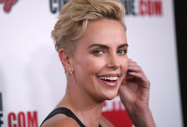 FILE PHOTO: 2019 American Cinematheque Award - Arrivals - Beverly Hills, California, U.S., November 8, 2019 - Charlize Theron. REUTERS/Mario Anzuoni/File Photo