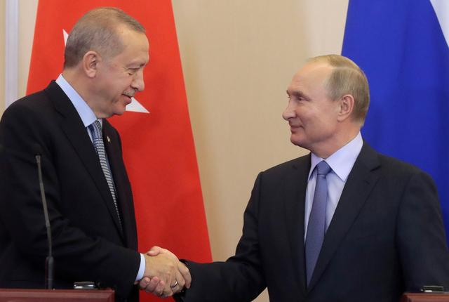 FILE PHOTO: Russian President Vladimir Putin (R) shakes hands with Turkish President Recep Tayyip Erdogan (L) during a joint news conference following Russian-Turkish talks in the Black sea resort of Sochi, Russia October 22, 2019. Sergei Chirikov/Pool via REUTERS/File Photo