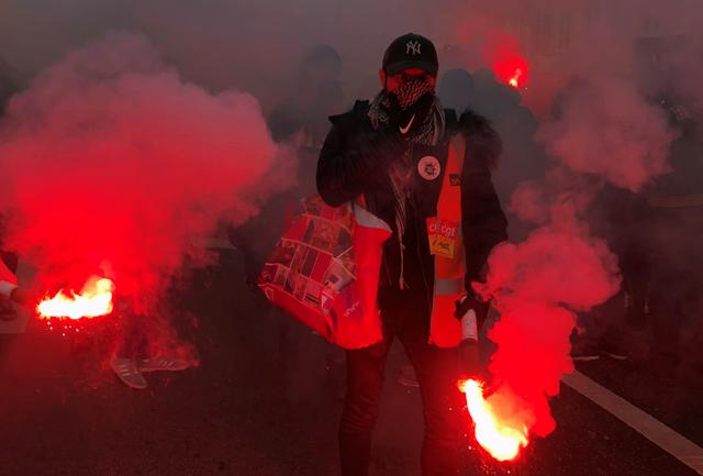 French SNCF railway workers on strike attend a demonstration in Paris as France faces its 13th day of consecutive strikes against French government's pensions reform plans, December 17, 2019.  REUTERS/Jean-Michel Belot