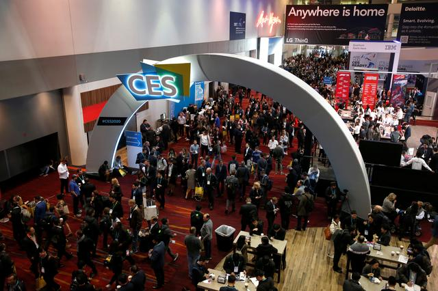 Attendees fill the lobby of the Las Vegas Convention Center during the 2020 CES in Las Vegas, Nevada, U.S. January 7, 2020. REUTERS/Steve Marcus