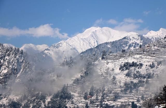 A general view of snow-covered mountains after a heavy snowfall in Neelum Valley near the Line of Control (LoC), Pakistan, January 14, 2020. REUTERS/M. Saif ul Islam