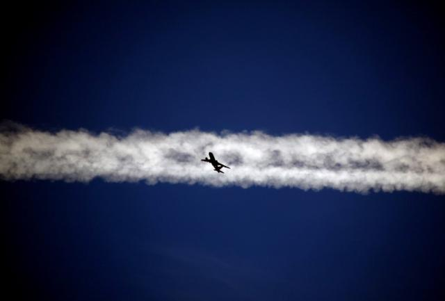 FILE PHOTO: An aeroplane flies beneath the jet stream of another  above the Italian city of Padova September 18, 2013. REUTERS/David Gray/File Photo