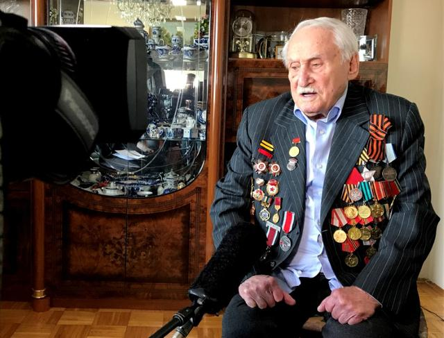 Russian Jew David Dushman, who was one of the soldiers who liberated Auschwitz 75 years ago in January 1945, speaks to Reuters journalists in Munich, Germany January 14, 2020. REUTERS/Ayhan Uyanik