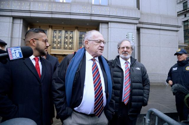 Alan Dershowitz (center) leaves Manhattan Federal Court in New York, following a status conference in the defamation lawsuit brought by Virginia Giuffre, against Dershowitz, over discovery issues, in Manhhattan, New York, U.S., December 2, 2019. REUTERS/Jefferson Siegel
