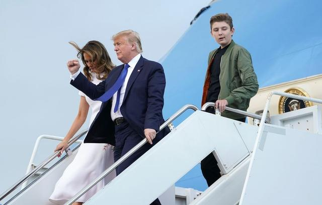 U.S. President Donald Trump, first lady Melania Trump and their son Barron disembark from Air Force One upon their arrival in West Palm Beach, Florida, U.S., January 17, 2020.   REUTERS/Kevin Lamarque