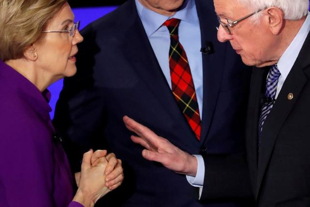 FILE PHOTO: Democratic 2020 U.S. presidential candidates (L-R) Senator Elizabeth Warren (D-MA) speaks with Senator Bernie Sanders (I-VT) after the seventh Democratic 2020 presidential debate at Drake University in Des Moines, Iowa, U.S., January 14, 2020. REUTERS/Shannon Stapleton