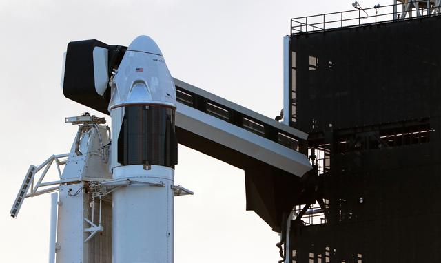 The SpaceX Crew Dragon sits atop a Falcon 9 booster rocket on Pad 39A at Kennedy Space Center before a scheduled in-flight abort test at Cape Canaveral, Florida January 17, 2020.  REUTERS/Joe Rimkus Jr.