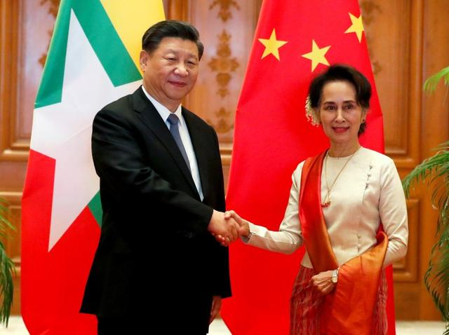 Myanmar State Counselor Aung San Suu Kyi shakes hands with Chinese President Xi Jinping at the Presidential Palace in Naypyitaw, Myanmar, January 18, 2020. Nyein Chan Naing/Pool via REUTERS