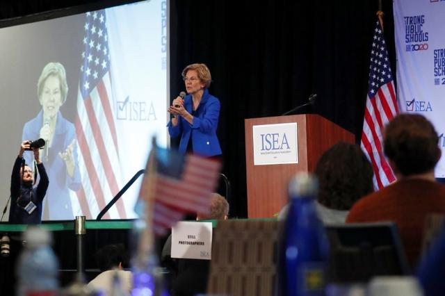 Democratic 2020 U.S. presidential candidate and U.S. Senator Elizabeth Warren (D-MA) speaks during the ISEA (Iowa State Education Association) 2020 Legislative Conference West Des Moines, Iowa, U.S., January 18, 2020. REUTERS/Shannon Stapleton