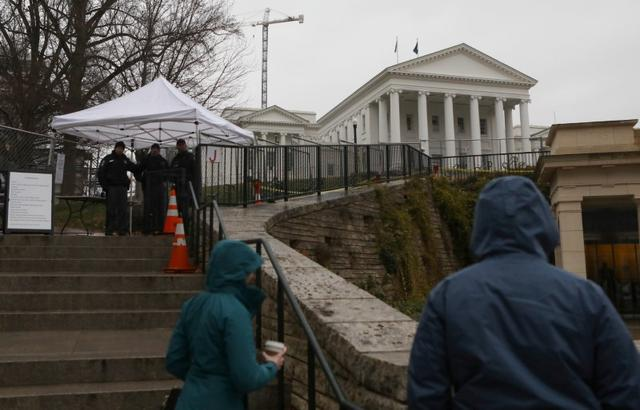 Law enforcement manage a security checkpoint to access the Virginia State Capitol grounds ahead of a gun rights advocates and militia members rally in Richmond, Virginia, U.S., January 18, 2020. REUTERS/Jim Urquhart