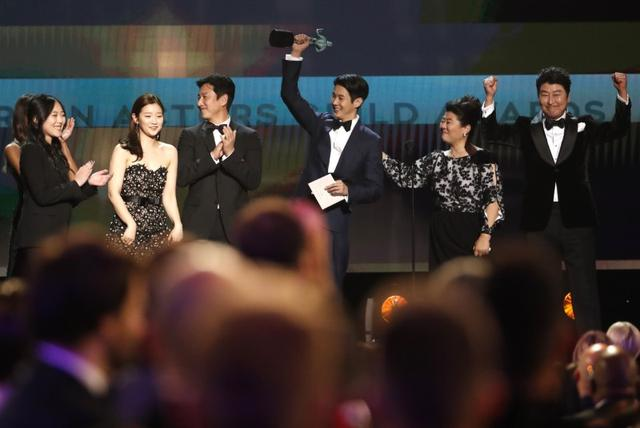 "26th Screen Actors Guild Awards - Show - Los Angeles, California, U.S., January 19, 2020 - The cast of ""Parasite"" accepts the award for Outstanding Performance by a Cast in a Motion Picture. REUTERS/Mario Anzuoni"