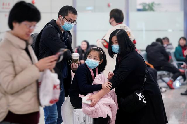 FILE PHOTO: Passengers wearing masks are seen at Hongqiao International Airport in Shanghai, China January 20, 2020. REUTERS/Aly Song