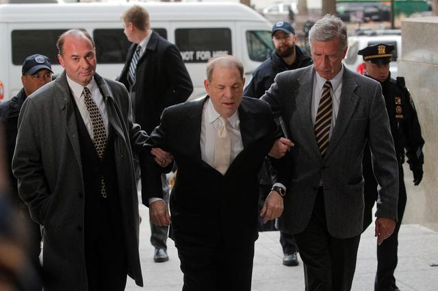 Film producer Harvey Weinstein arrives at New York Criminal Court for his sexual assault trial in the Manhattan borough of New York City, New York, U.S., January 23, 2020. REUTERS/Brendan McDermid