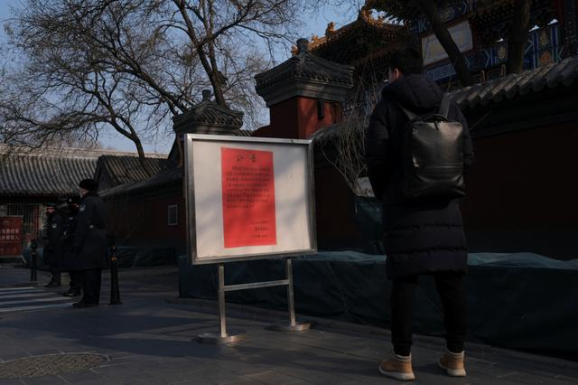 A man looks at a notice saying that the temple is closed for the safety concern following the outbreak of a new coronavirus, outside Lama Temple in Beijing, China January 25, 2020. REUTERS/Carlos Garcia Rawlins