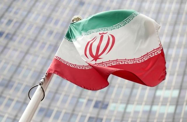 FILE PHOTO: The Iranian flag flutters in front the International Atomic Energy Agency (IAEA) headquarters in Vienna, Austria July 10, 2019.  REUTERS/Lisi Niesner/File Photo