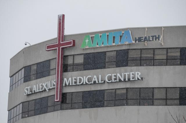 A general view of the St. Alexius Medical Center, where confirmed coronavirus patient is being treated in Hoffman Estates, Illinois, U.S., January 25, 2020. REUTERS/Kamil Krzaczynski
