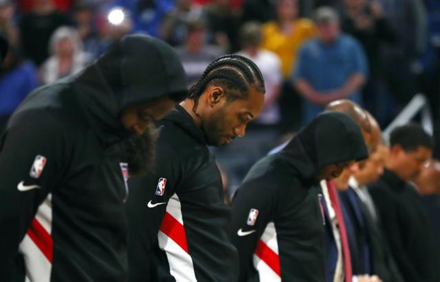 Jan 26, 2020; Orlando, Florida, USA; LA Clippers forward Kawhi Leonard (2) and players stand during a moment of silence in passing of Los Angeles Lakers former player Kobe Bryant (24) prior to the game against the Orlando Magic  at Amway Center. Mandatory Credit: Kim Klement-USA TODAY Sports
