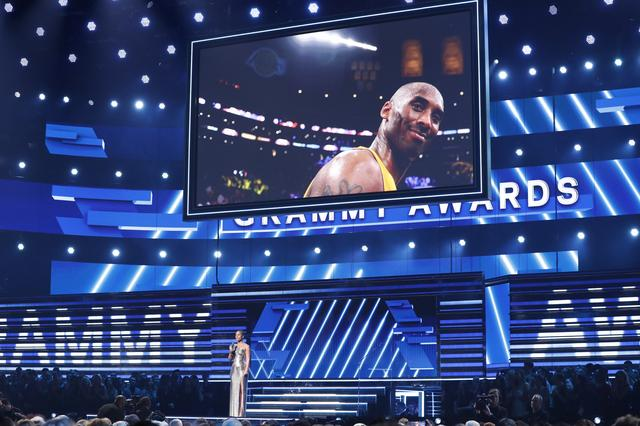 62nd Grammy Awards - Show - Los Angeles, California, U.S., January 26, 2020 - Show host Alicia Keys speaks about the passing of NBA basketball player Kobe Bryant (seen on large screen). REUTERS/Mario Anzuoni