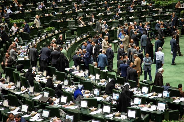 FILE PHOTO: Iranian lawmakers attend a session of parliament in Tehran, Iran July 16, 2019. Nazanin Tabatabaee/WANA (West Asia News Agency) via REUTERS.