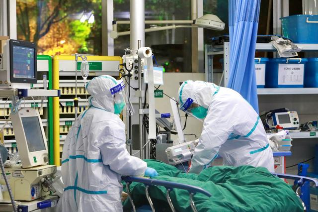 Medical staff in protective suits treat a patient with pneumonia caused by the new coronavirus at the Zhongnan Hospital of Wuhan University, in Wuhan, Hubei province, China January 28, 2020. Picture taken January 28, 2020. China Daily via REUTERS