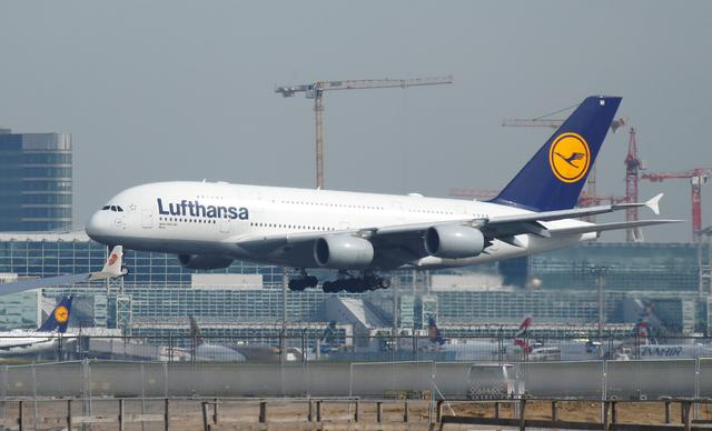 FILE PHOTO: A Lufthansa Airbus A380-800 aircraft lands at Frankfurt Airport in Frankfurt, Germany April 29, 2019.     REUTERS/Ralph Orlowski/File Photo