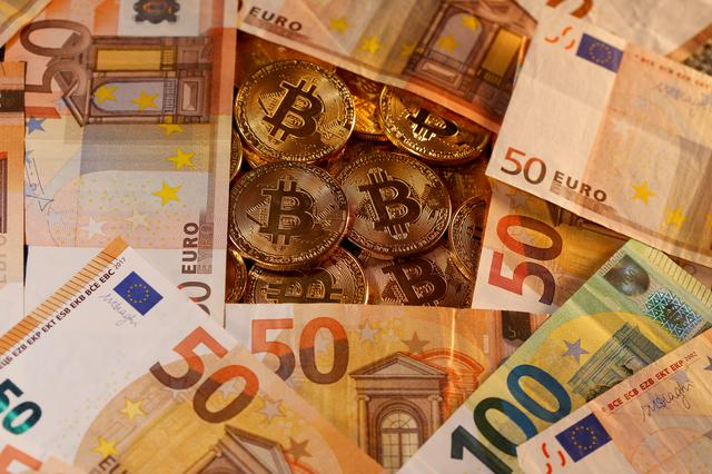FILE PHOTO: Representations of virtual currency Bitcoin and euro banknotes are seen in this picture illustration taken January 27, 2020. REUTERS/Dado Ruvic