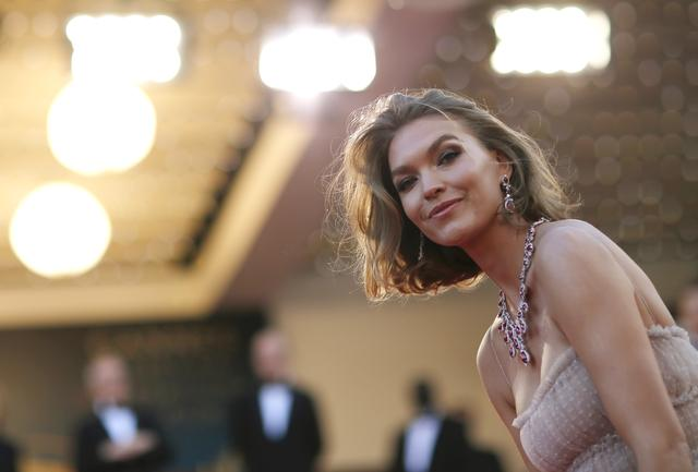 "FILE PHOTO: 71st Cannes Film Festival - Screening of the film ""Sink or Swim"" (Le grand bain) out of competition - Red Carpet Arrivals - Cannes, France, May 13, 2018 - Arizona Muse arrives. REUTERS/Stephane Mahe"