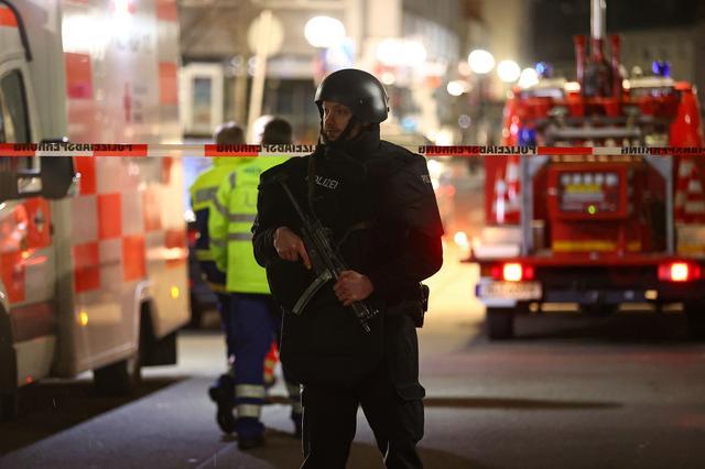 A police officer secures an area after a shooting in Hanau near Frankfurt, Germany, February 20, 2020.     REUTERS/Kai Pfaffenbach