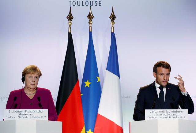 FILE PHOTO: French President Emmanuel Macron and German Chancellor Angela Merkel attend a news conference following a joint Franco-German cabinet meeting in Toulouse, France, October 16, 2019. REUTERS/Regis Duvignau/File Photo