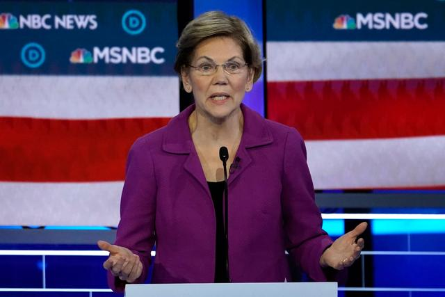 FILE PHOTO: Senator Elizabeth Warren speaks at the ninth Democratic 2020 U.S. Presidential candidates debate at the Paris Theater in Las Vegas, Nevada, U.S., February 19, 2020. REUTERS/Mike Blake