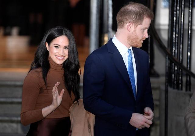 FOTO DE ARCHIVO: El príncipe británico Enrique y su esposa Meghan, duquesa de Sussex, saliendo de la Canada House en Londres. 7 de enero de 2020. REUTERS/Toby Melville