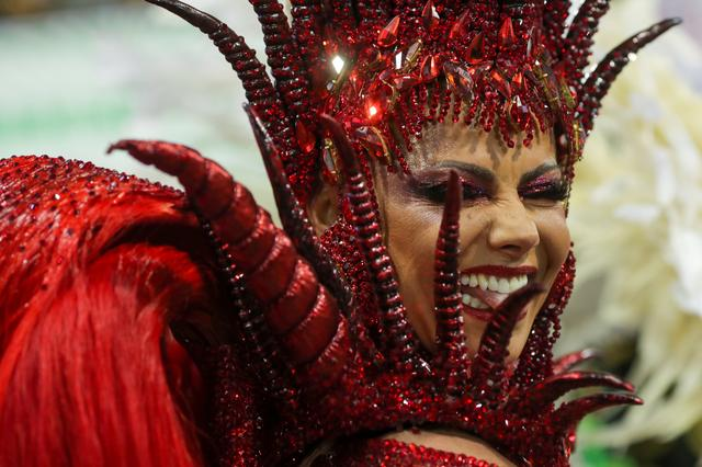 Drum queen Viviane Araujo from Mancha Verde samba school performs during the first night of the Carnival parade at the Sambadrome in Sao Paulo, Brazil, February 22, 2020. REUTERS/Amanda Perobelli