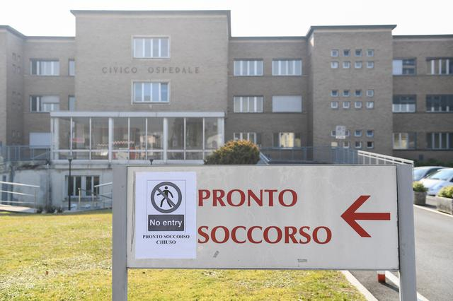 A ?no entry? sign advising that the emergency room is closed, is seen at the entrance of the Codogno hospital amid a coronavirus outbreak in northern Italy, February 22, 2020. REUTERS/Flavio Lo Scalzo