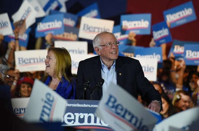 U.S. Democratic presidential candidate Senator Bernie Sanders celebrates with his wife Jane after being declared the winner of the Nevada Caucus while holding a campaign rally in San Antonio, Texas, U.S., February 22, 2020. REUTERS/Callaghan O'hare
